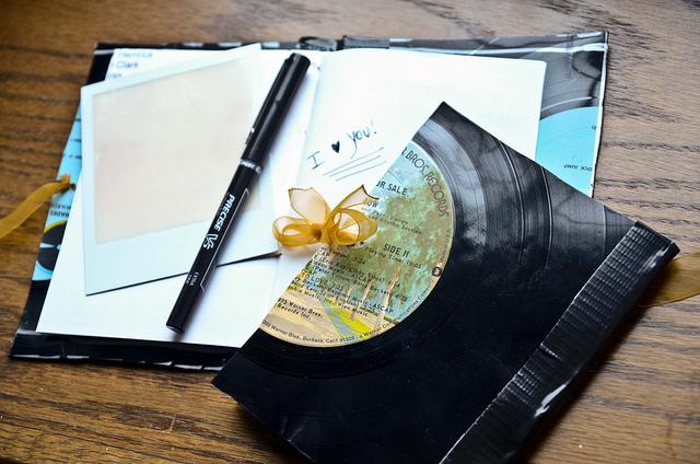 как выпрямить виниловую пластинку в домашних условиях