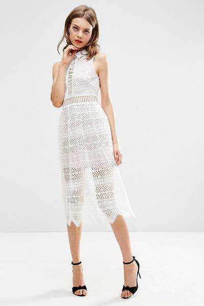 05a4537ac32 Под белое платье необходимо правильно подбирать нижнее бельё. Оно должно  быть телесного цвета. Не надевайте бельё белого