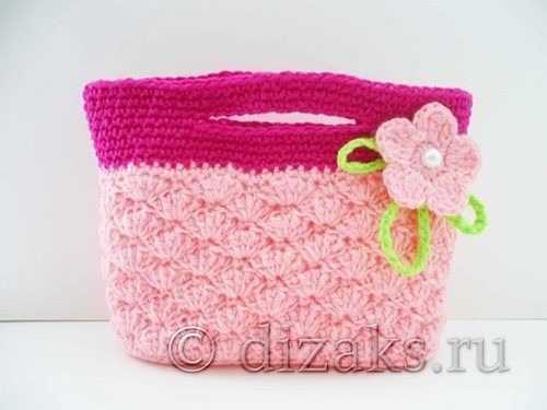 35743638ed39 Таким цветочком мы украсим сумочку для малышки, добавив несколько петель  цепочки из воздушных петель. В серединку цветка можно прикрепить бусинку  или ...