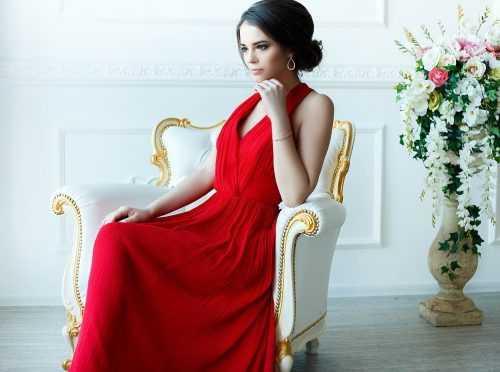63438442acba711 Для тех, кто только открыл для себя платья с запахом, обратим внимание на  то, что такая оригинальная деталь, как запах пересекает женский силуэт по  ...