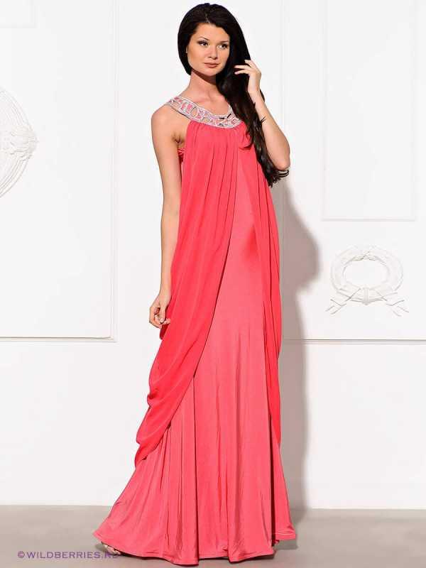 81673ae0cac Рукава этого короткого шифонового платья нежного персикового цвета  оформлены в виде многослойных воланов